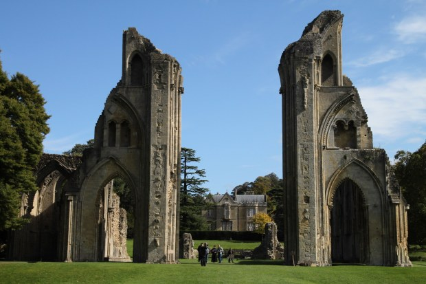 Glastonbury_Abbey_Church_Ruins