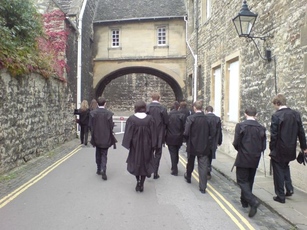 Oxford_University_students_academic_dress
