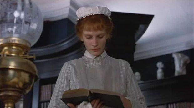 Julia Roberts as Mary Reilly 02.jpg
