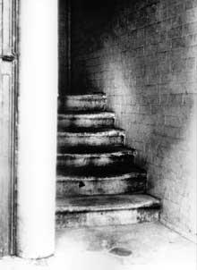 goulston-street-clue-staircase